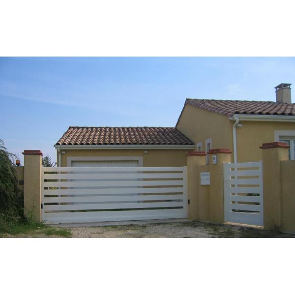Portail aluminium coulissant m20a mjp portes et automatismes portails portes de garage for Portail alu coulissant m